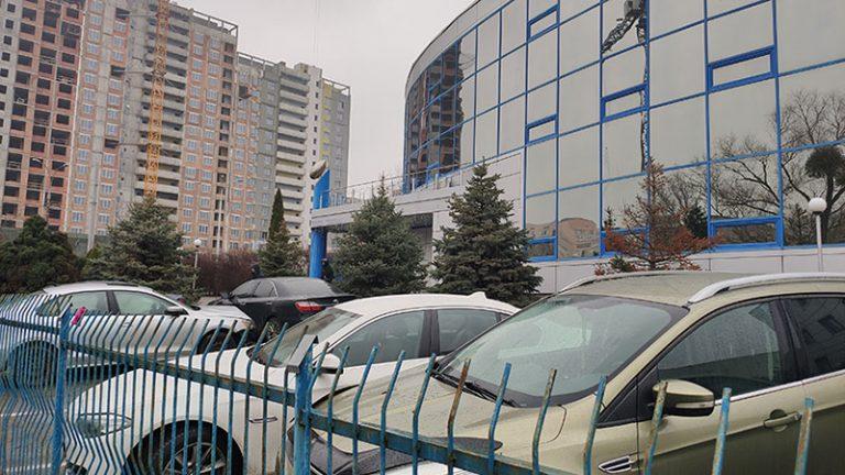 Вхідна група і парковка